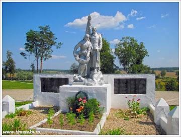 Монумент  в честь погибших в годы Великой Отечественной войны рядом с Знаменской церковью в деревне Комлево. Руза. www.timeteka.ru