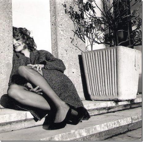 Bettina Rheims_ Juliette Binoche au bas filé. Garches. 1988.