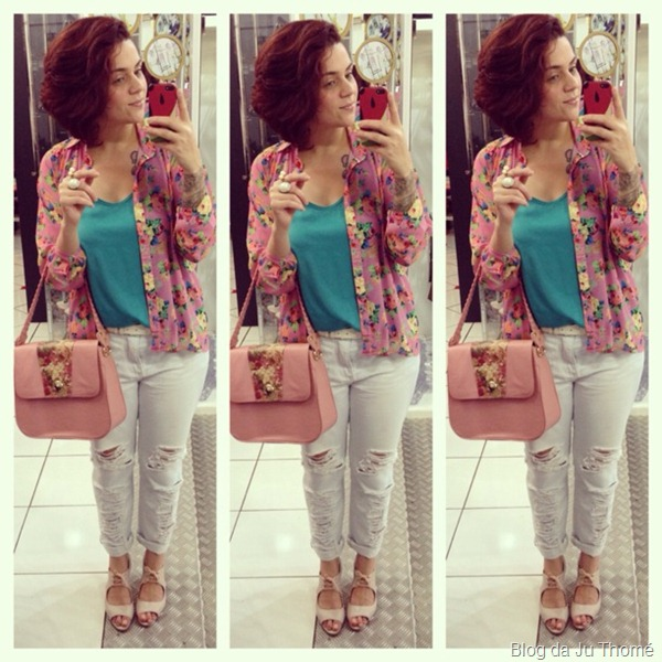 look jeans destroyed, camisa floral e blusa verde (1)