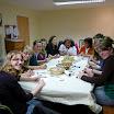 19.04.2011 - Basteln der Steine für die Gottesdienstbesucher (3).JPG