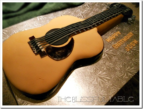 acoustic guitar cake 014a