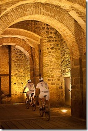 1 - Caratteristico passaggio sotto il Castello di Este