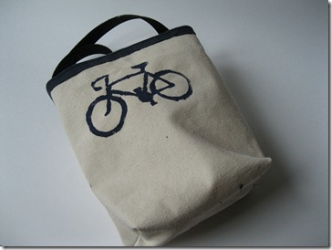bike or car tote with french seams and freezer paper stencil of bike (2)