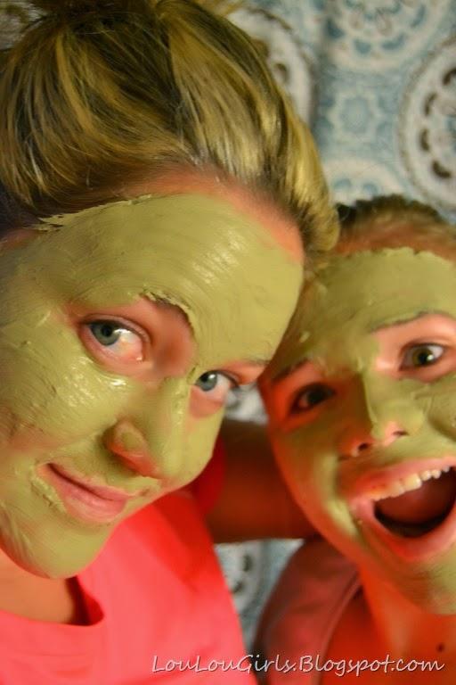 [mud-mask-facial%2520%25281%2529%255B7%255D.jpg]