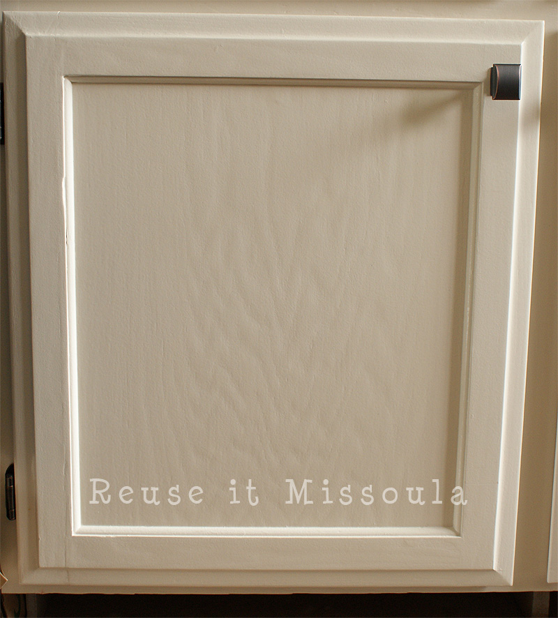 A close look at Lisa's new woodgrain cabinetry.