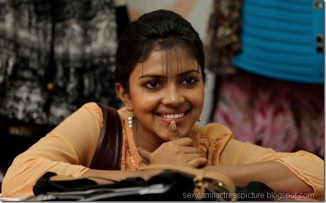 cute-amala-paul-images-in-movie-kadhalil-sodhapuvathu-eppadi