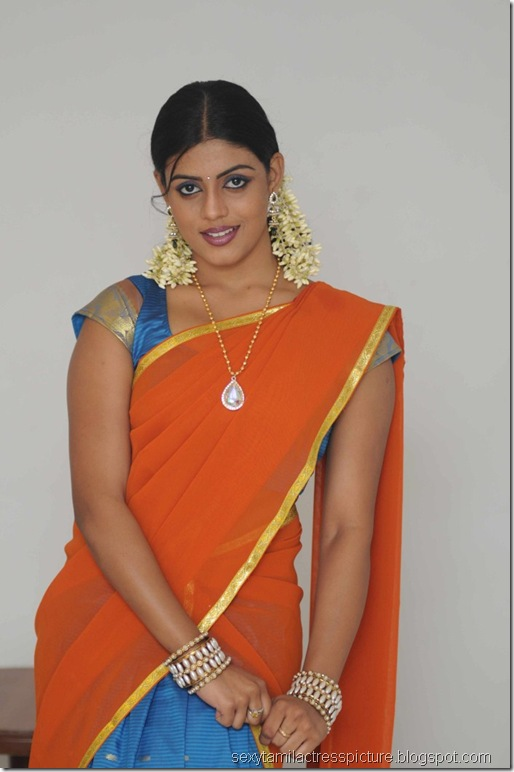 vaagai_sooda_vaa_Iniya_in_Half_Saree_Photo_05