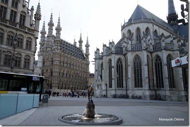Leuven市庁舎と聖ペテロ教会、フォンスケの噴水