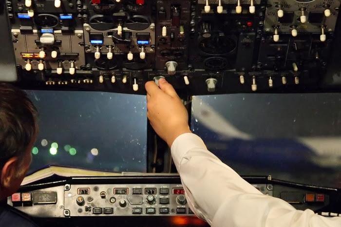 звук пристегните ремни в самолете скачать