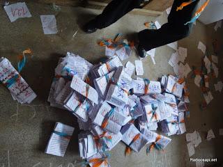 Des bulletins de vote à la fin du scrutin dans un bureau de Matadi (Bas-Congo), le 28 novembre 2011. Radio Okapi