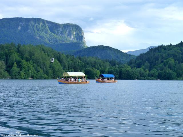 Barcas-pletna-transportando-gente.JPG