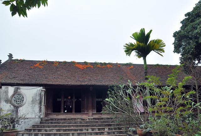Khuôn viên bên trong chùa Mía
