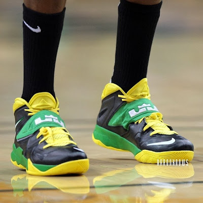 wearing brons ducks soldier7 oregon ducks 02 Wearing Brons: Oregon Ducks Nike Soldier VII PEs (x3)