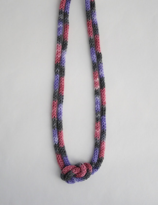 knitted knotted necklace 1b