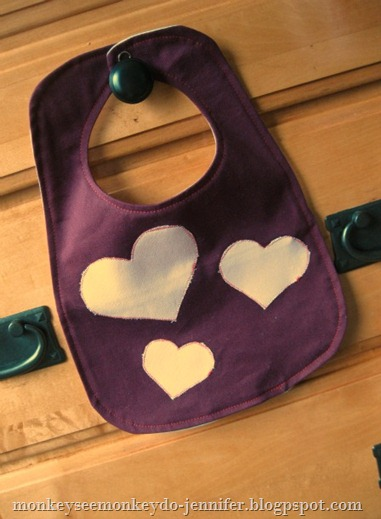 valentine's day heart bib (1)
