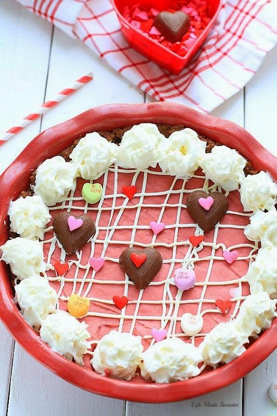 No-bake-Red-Velvet-Cheesecake-Pie-by-@LifeMadeSweeter.jpg