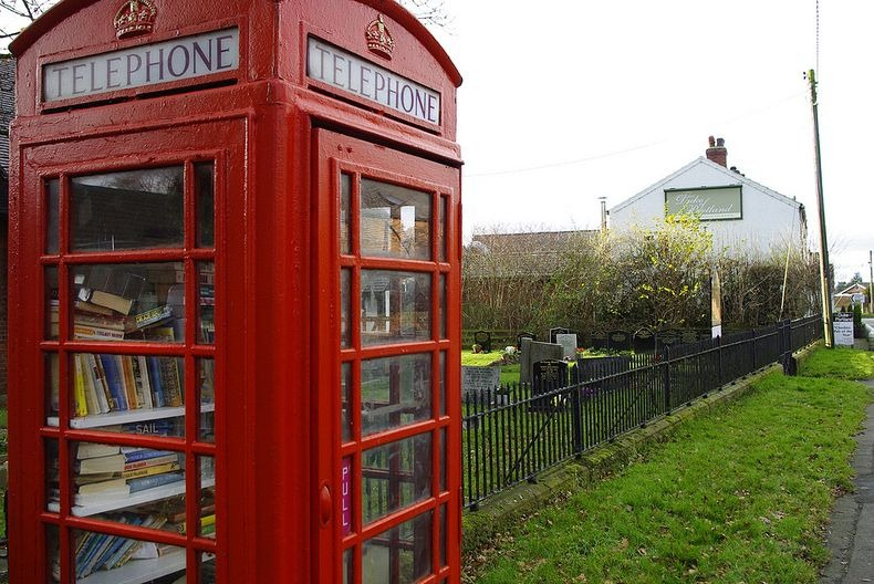telephone-box-library-9