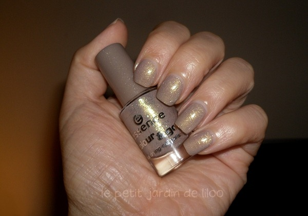 05-essence-irreplaceable-nail-polish