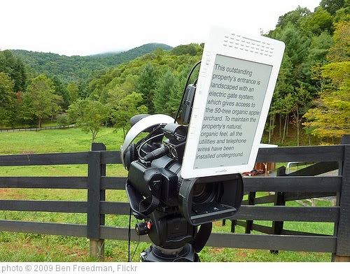'Amazon Kindle DX Teleprompter' photo (c) 2009, Ben Freedman - license: https://creativecommons.org/licenses/by/2.0/