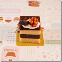 kawaii-layer-cakes-cell-phone-charm
