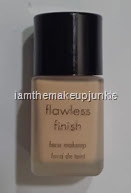 Manna Kadar Flawless Finish Foundation_Cool Neutral N3