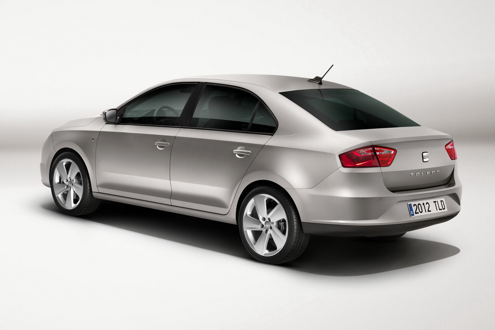 2013-Seat-Toledo-Sedan-Official-10.jpg?imgmax=1800