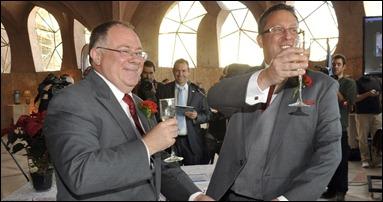 19dez2012---o-ministro australiano ian hunter e marido