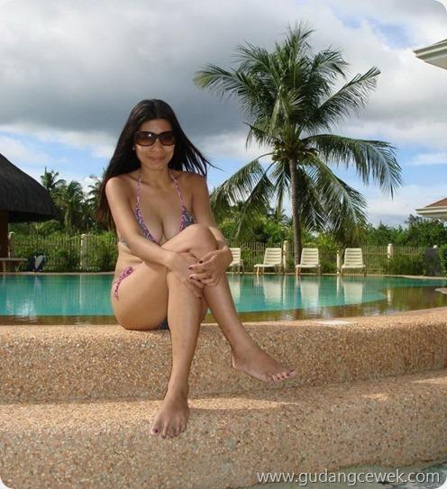 Foto Tante Hot Berbikini di Pantai || gudangcewek.com