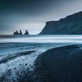 Vik beach at midnight by Daniel Herrero García - Landscapes Beaches ( iceland, vik, dark beach, long exposure, beach,  )