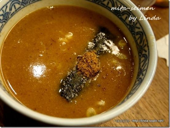 濃郁的柴魚豚骨醬汁,帶點稠度,味道很棒