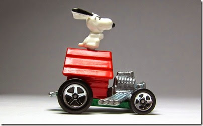 Snoopy Red Baron Hot Wheels 2014 by HW City 02 (Image hobbyminis.blogpost.com)