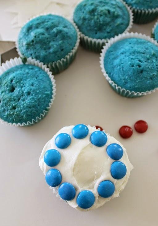decorating cupcakes #shop