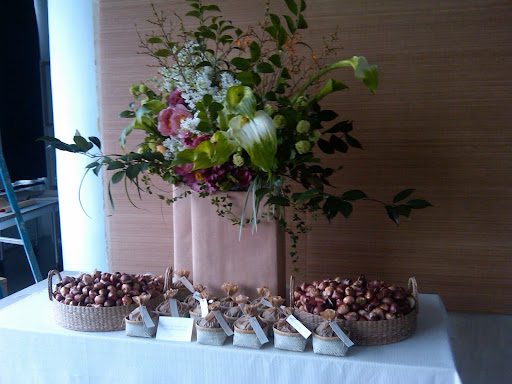 This is one of the arrangement options for the favor table. Isn't it gorgeous?