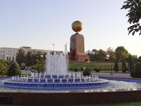 01. Piata Centrala din Tashkent.JPG