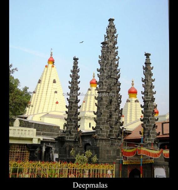 Deepmalas_of_mahalakshmi-temple