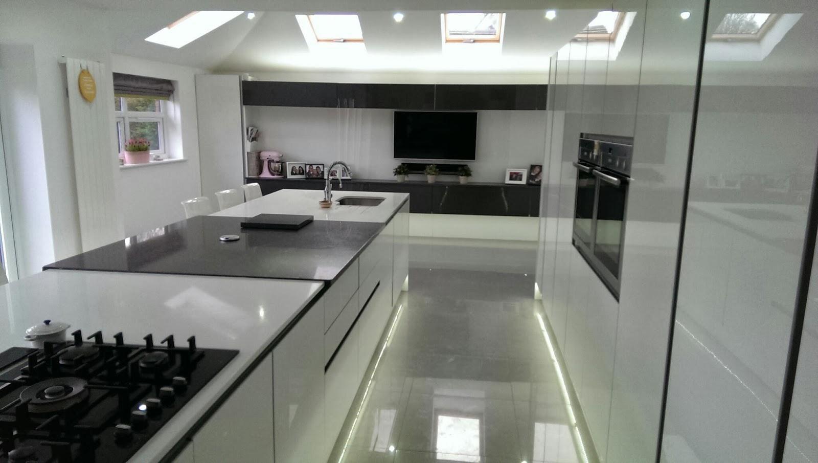 Culcheth acrylic white gloss alonso grey quartz for Grey kitchen white worktop