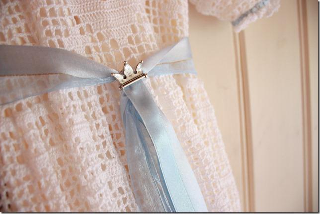 Håndlaget dåpskjole heklet blonder IMG_2232
