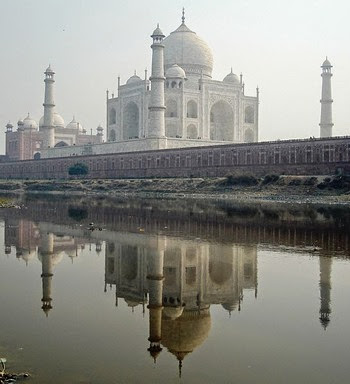 545px-Taj_reflection