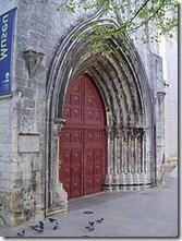 pintu gotik