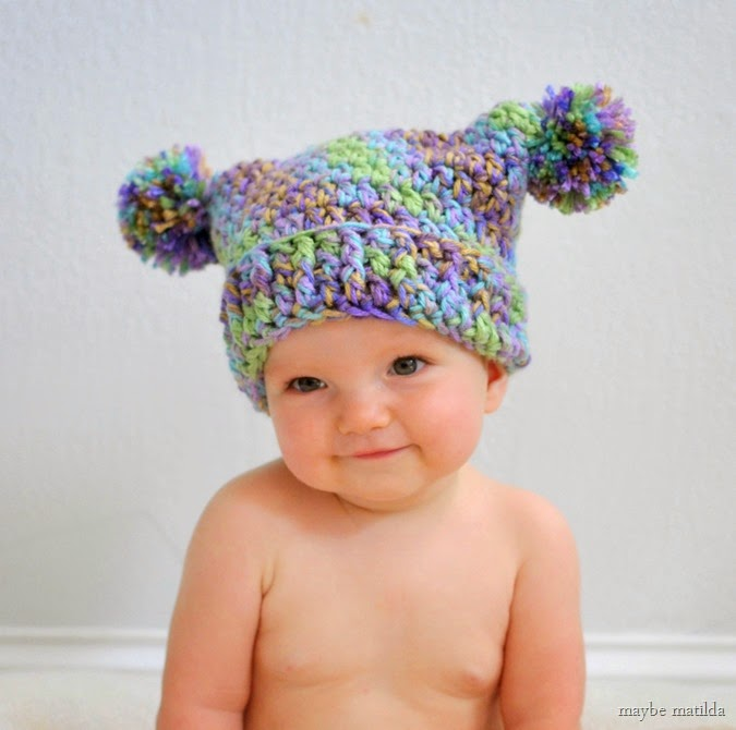 Free crochet pattern to make this adorable double pom pom hat!