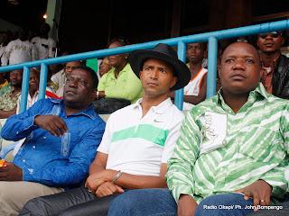 – De gauche à droite, Tshimanga Mwamba, premier vice président de la FECOFA, Moise Katumbi, président du TP Mazembe claude Nyamugabo, ministre de sport de la RDC ce 8/05/2010 à Kinshasa, lors d'un match de DCMP au stade des Martyrs