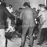 1970: Fronton d'Anoeta Chpt du monde de pelote, Joseba Elosegui se jette en feu devant Franco présent pour l'ouverture