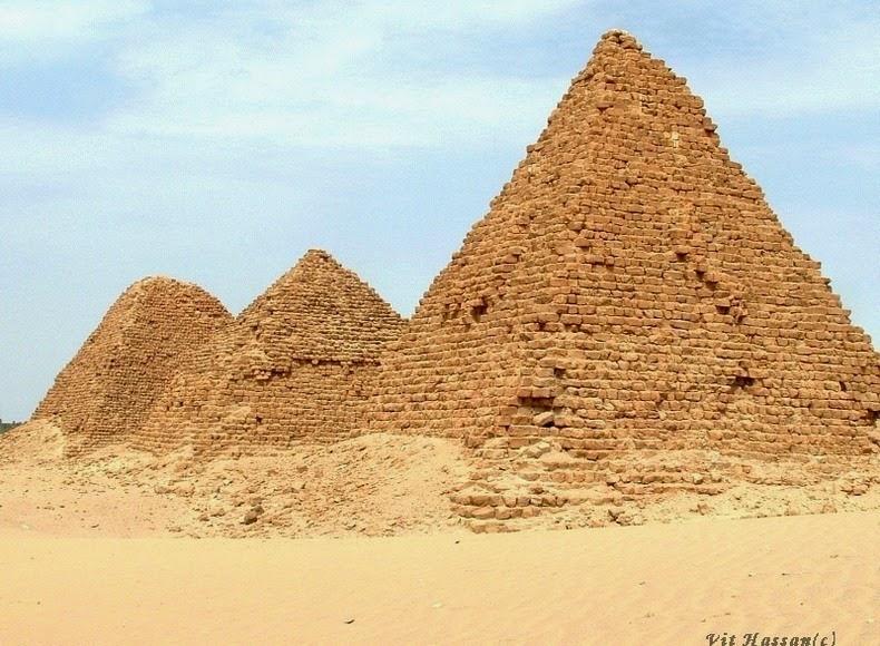 pyramids-nubian-2
