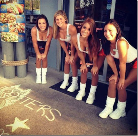 hooters-waitresses-good-035