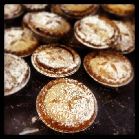 #346 - snowy mince pies