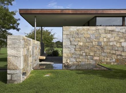 techo-flotante-muro-piedra