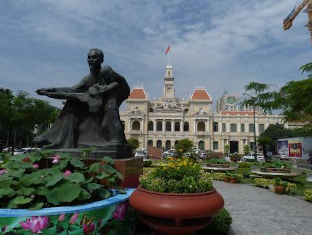 2. statuia lui Ho Chi Minh.JPG