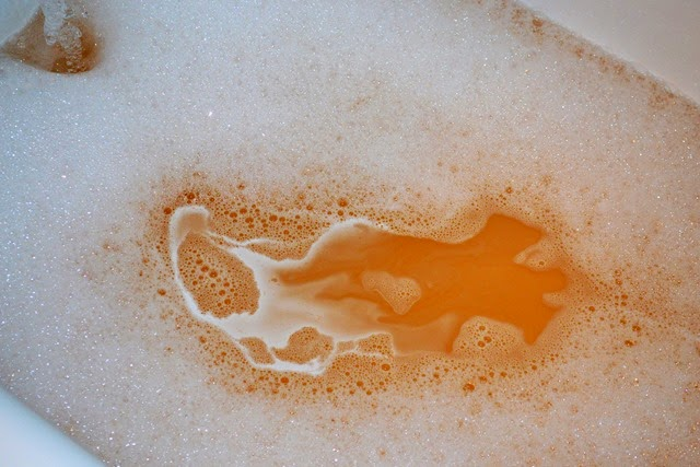 Lush Sparkly Pumpkin Bubble Bar (2)