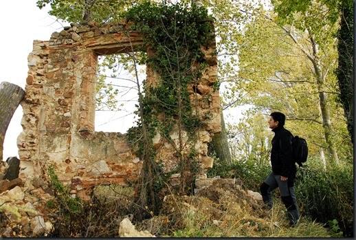 Restos de la Casa Gamundi, antiguos propietarios de la laguna (E. Viñuales)