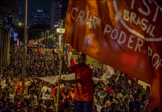 The first major public protest against the water crisis in São Paulo was held at the Iguatemi Mall, on 26 February 2015. Protesters want to hold the government of São Paulo and Sabesp responsible for the crisis, and to ask for measures to reduce the impact of the crisis on the poorest population (which has been the most affected by the water rationing, despite official denials). Photo: Marlene Bergamo